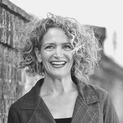 Dr Lea Esterhuizen